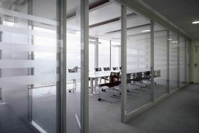Ganzglaselement: Besprechungsraum saturiert (Trennwände, Trennwand, Ganzglas, Vollglas)