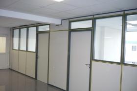 Teilglaselemente im Büro eines Steuerberaters (Trennwände, Trennwand, Teilglas, Teilverglast)