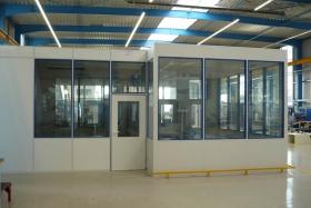 Teilglaselemente eines Meisterbüros (Trennwände, Trennwand, Teilglas, Teilverglast)
